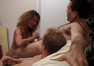 Pornstar veteran sucks 6 guys