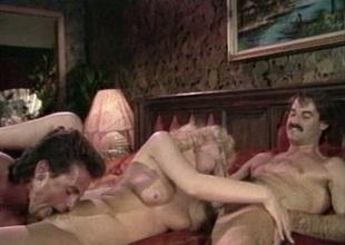 Fast threesome banging on sofa